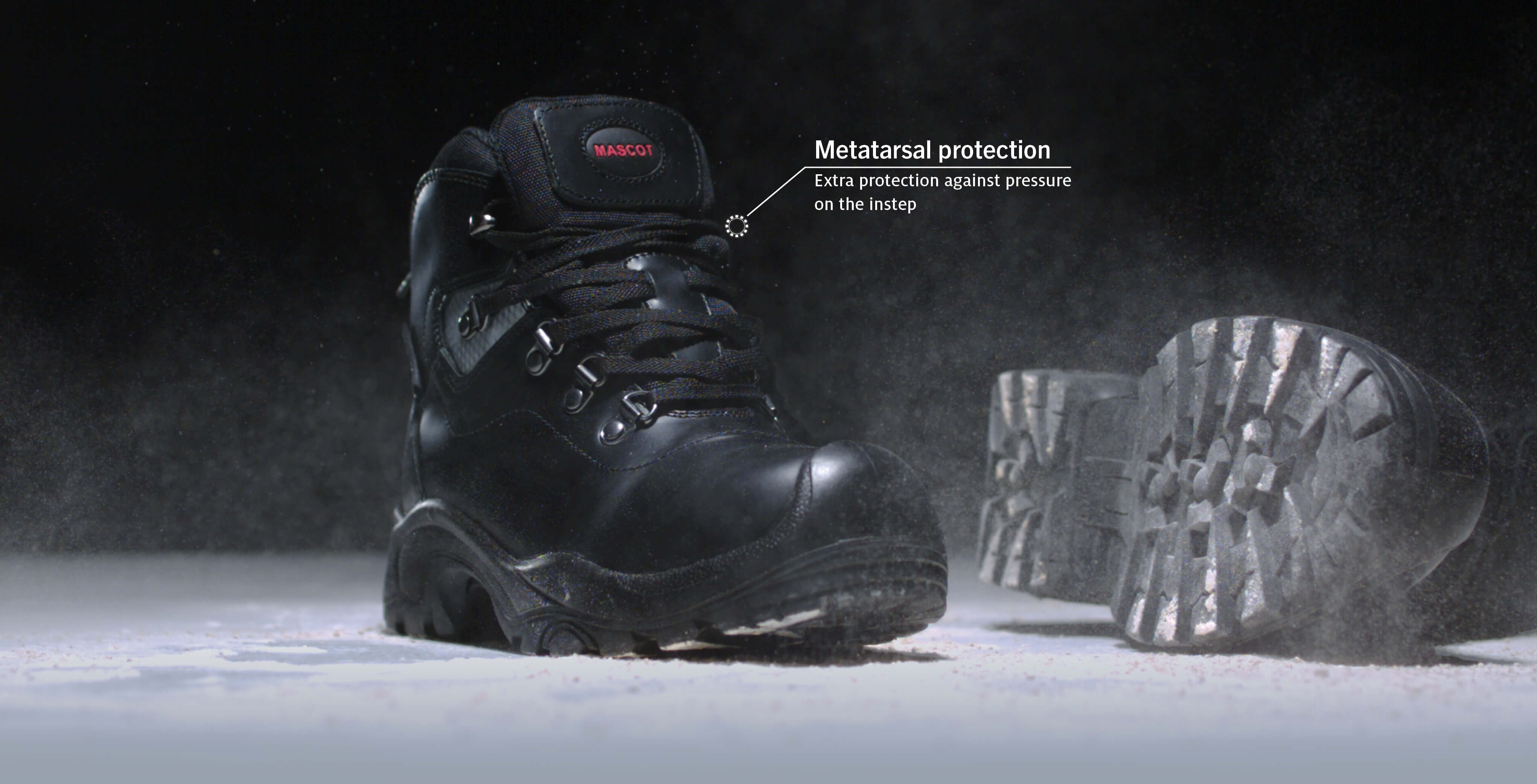 MASCOT® FOOTWEAR INDUSTRY – high durability and sturdiness Metatarsal protection. Upper with extra protection against pressure on the in-step - minimising the risk of impact and breaks. Safety Boot