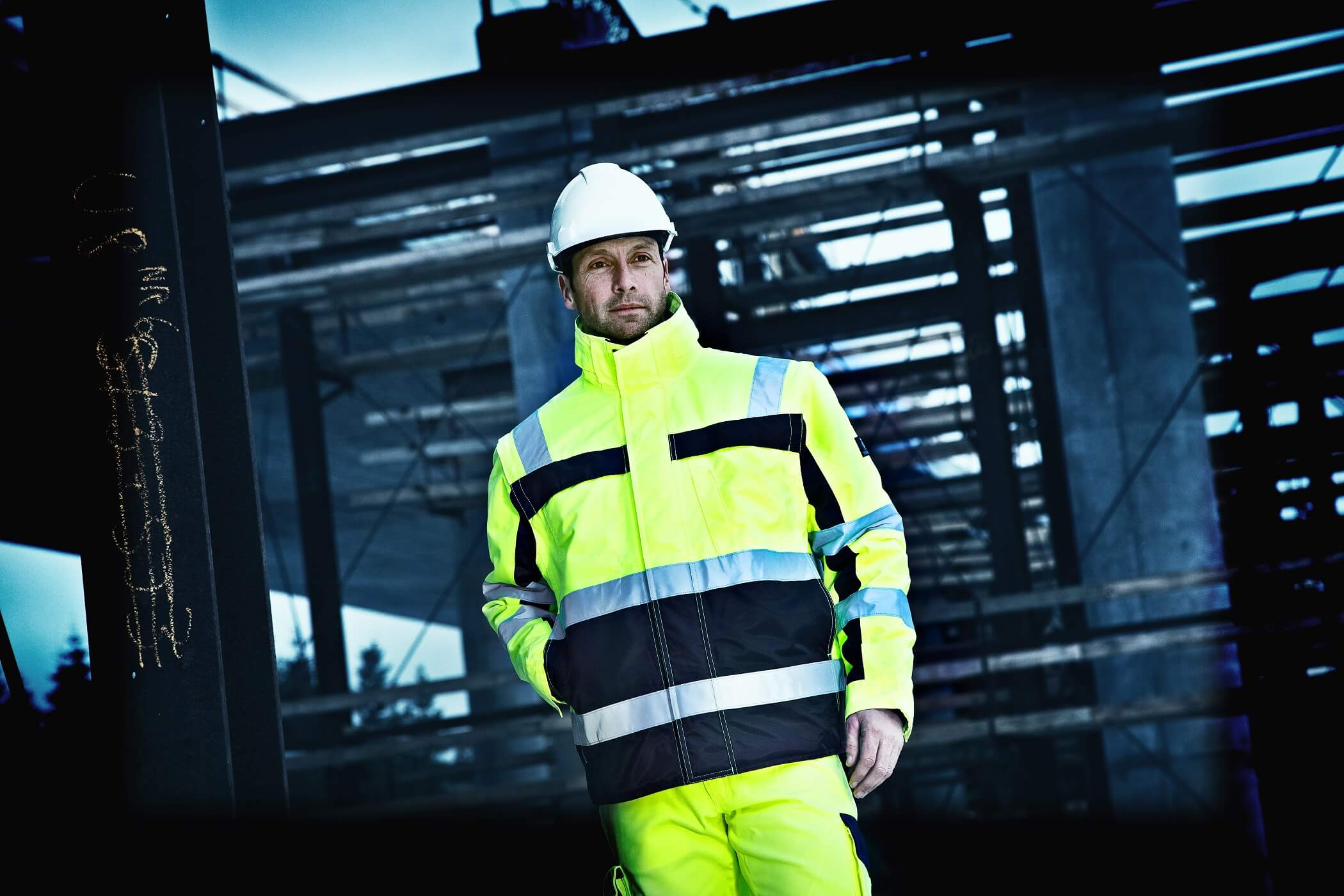 Man - Protective clothing Fluorescent yellow - Environment